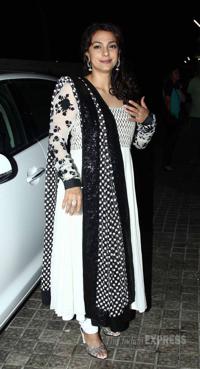 Actress Juhi Chawla picked a monochrome anarkali suit for the night. (Photo: Varinder Chawla)
