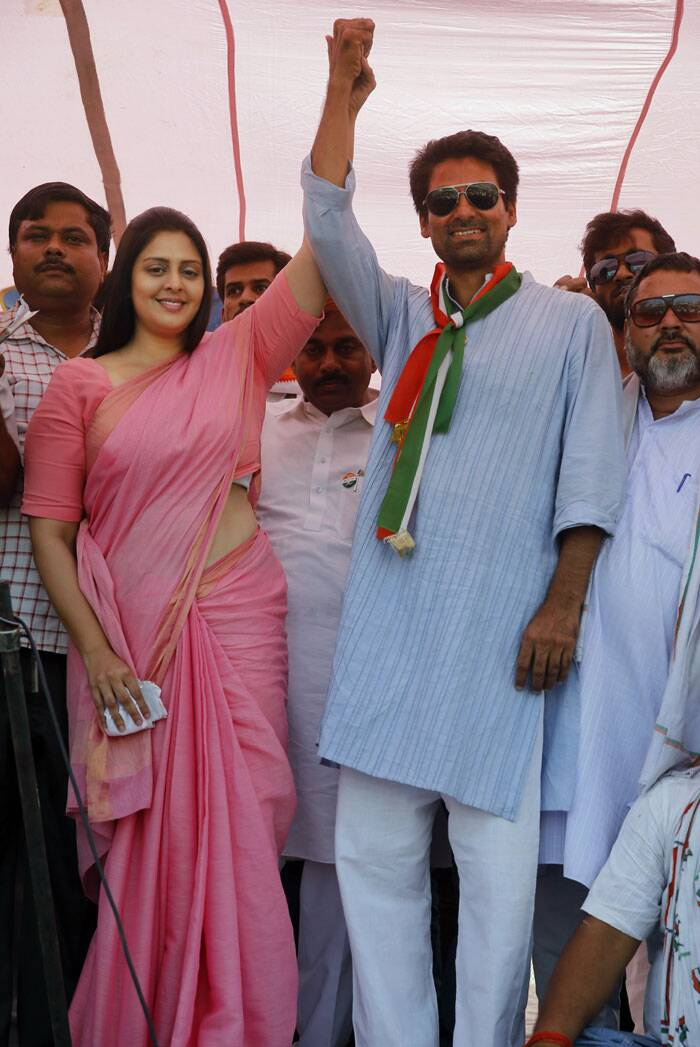 Bollywood actress and Congress party candidate Nagma from Meerut and party candidate Mohammad Kaif from Phulpu raise their hands at an election rally in Soraon area, Allahabad. (AP)