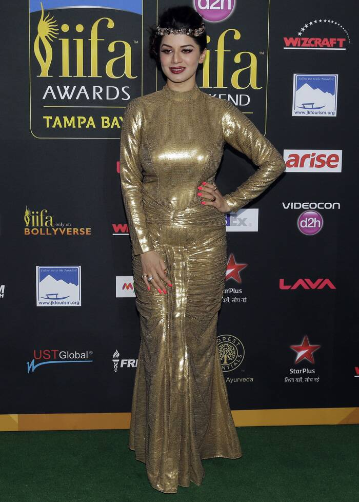 'Grand Masti' actress Kainaat Arora was a fashion disaster in the all gold gown. The tiara-band could not save the look either. (AP)