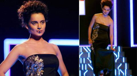Kangana looked uncomfortable and even stopped at the middle of the runway to manage her outfit.
