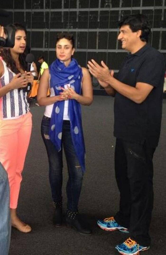 Kareena Kapoor Khan looks hot in a white tank top and skinny jeans during dance rehearsals with Shiamak Davar.