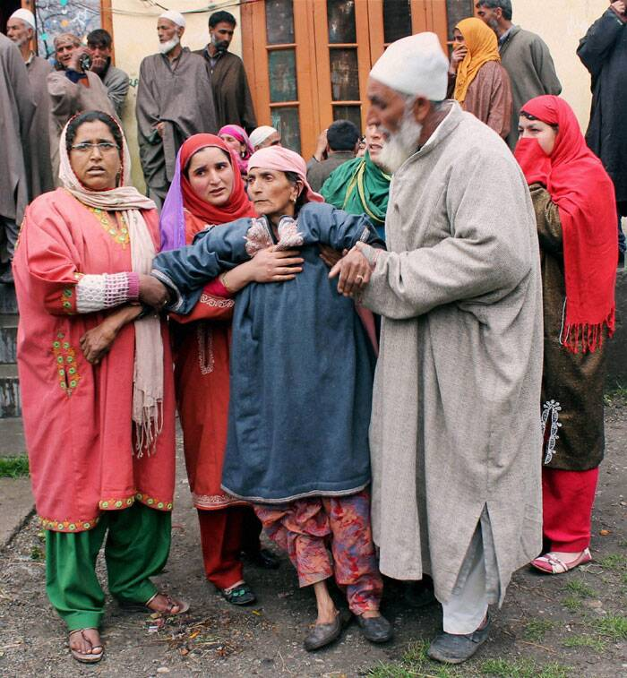 Relatives wail over the killing of polling officer Mohammad Zia-ul-Haq in Shopian on Friday. (PTI)