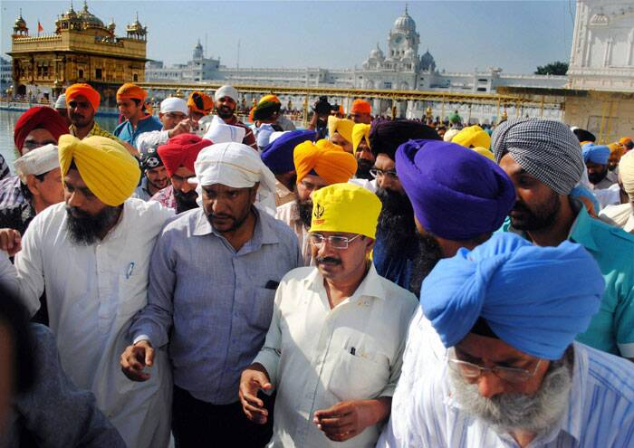 Arvind Kejriwal visited the Golden Temple in Amritsar on Friday. (PTI)