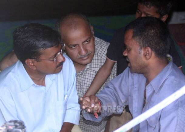 Arvind Kejriwal visits auto driver's home, 'forgives' him