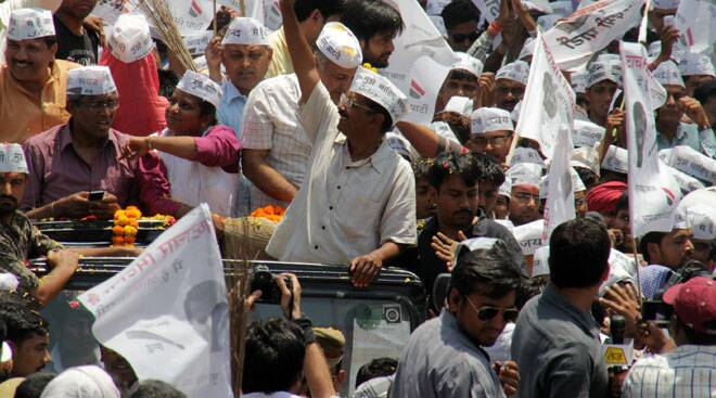 Arvind Kejriwal's road show in Varanasi,  slams Modi and Rahul