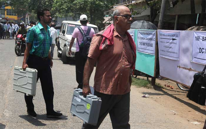 Third phase of polling will take place in nine constituencies including Howrah, Hooghly, Serampore, Bolpur, Arambagh, Burdwan East, Burdwan-Durgapur, Birbhum and Uluberia. (Express Photo: Partha Paul)