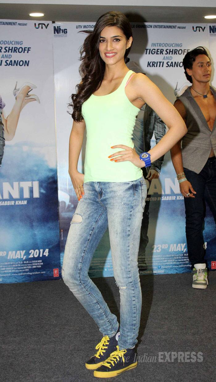 Kriti Sanon was dressed in a lime-green tank top paired with jeans and sneakers. (Photo: Varinder Chawla)
