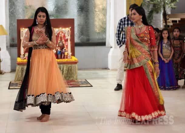 Bollywood's 'Noorie' Poonam Dhillon turns 52, celebrates birthday on TV set