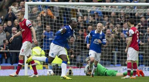 Everton's Romelu Lukaku, centre left, celebrates after scoring past Arsenal's goalkeeper Wojciech Szczesny during their English Premier League soccer match at Goodison Park Stadium, Liverpool (AP)