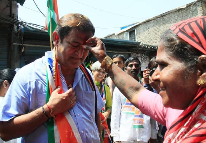 A woman welcomes Mahesh Manjerakar in the area. (IE Photo: Amit Chakravarty)