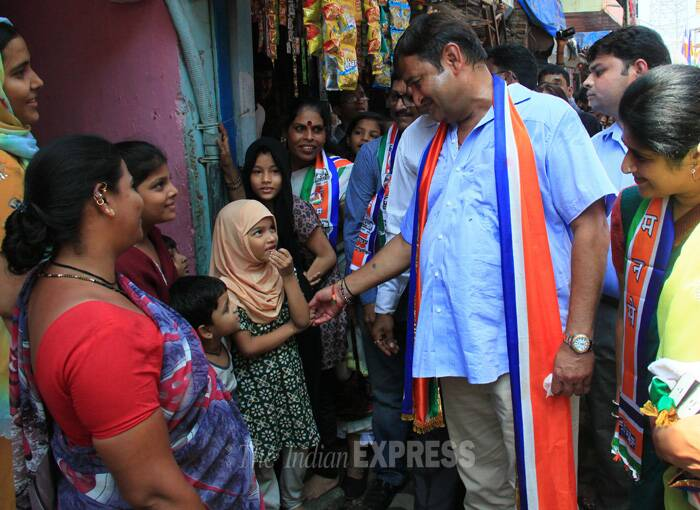 Mahesh Manjerakar interacts with voters during his election campaign. (IE Photo: Amit Chakravarty)