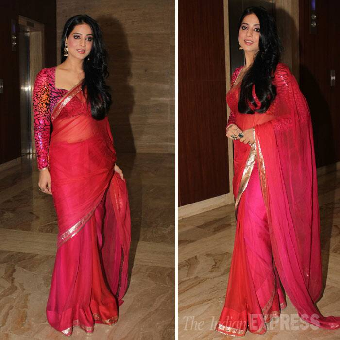 Bollywood celebrities Mahie Gill, Shilpa Shukla, Ronit Roy and Kabir Bedi attended a recent award function. <br /><br /> 'Gang of Ghosts' actress Mahie Gill was pretty in a bright red sari with a long sleeved blouse. (Photo: Varinder Chawla)