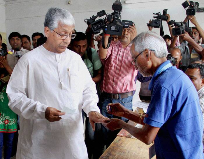 Chief Minister of Tripura Manik Sarkar cast his ballot for Lok Sabha election 2014 in Agartala on Monday. (PTI)