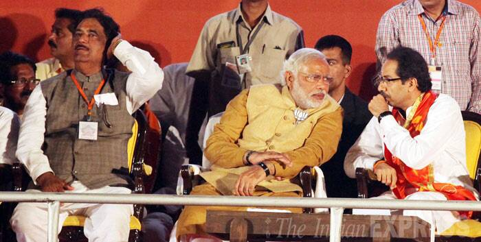 Narendra Modi, Uddhav Thackeray share stage in Mumbai