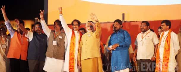 Narendra Modi, Uddhav Thackeray share stage in Mumbai