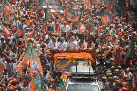 Narendra Modi displays massive show of strength in Varanasi
