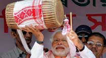 Narendra Modi accuses Congress of cheating Indian women