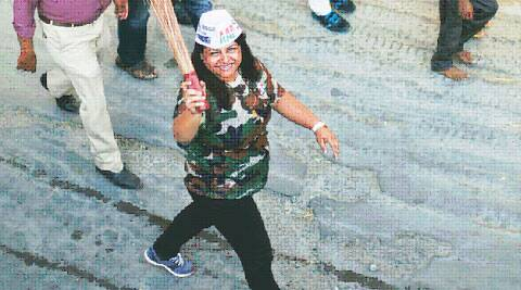 Rock the vote: Aditi Mohan drums up support near Ulsoor for AAP Bangalore Central candidate V Balakrishnan.