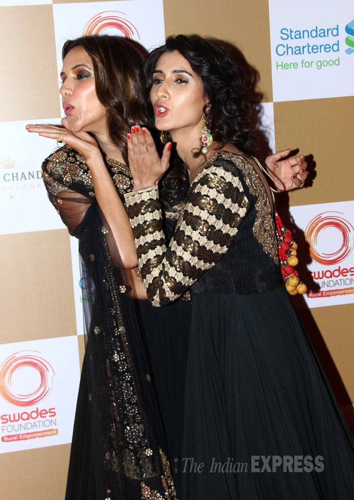 Girls will be girls! Neha and her friend blow kisses to the cameras. (Photo: Varinder Chawla)