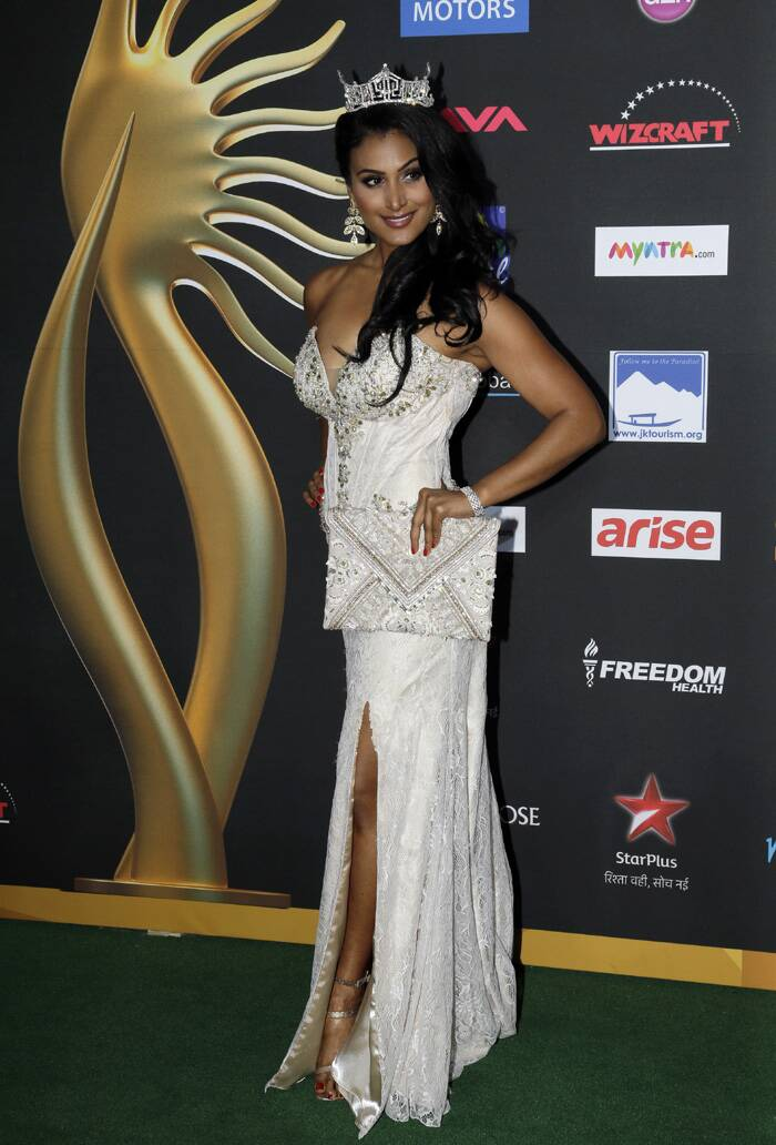 Miss America Nina Davuluri was spotted in a white thigh-high slit gown with an off shoulder corset. Nina Davuluri accessorised her look with the crown and an envelope clutch. (AP)