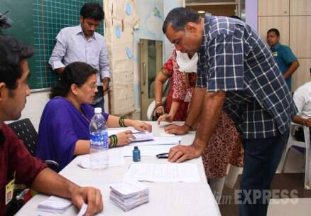 Big B, Shah Rukh Khan, Aishwarya Rai, Abhishek Bachchan cast their vote
