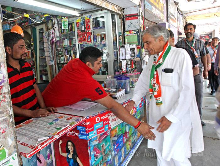 Congress candidate Pawan Kumar Bansal talks to a shopkeeper in Chandigarh while campaigning on Monday. (IE Photo: Sumit Malhotra)