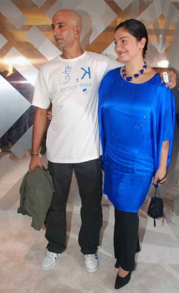 <b>Pooja Bhatt - Munir Makhija</b>: Pooja Bhatt, who was initially in a relationship with Ranvir Shorey, has never made any effort to hide her romances. However, she surprised everybody when she married VJ Udham Singh aka Munir Makhija at a private ceremony at a temple in Goa.