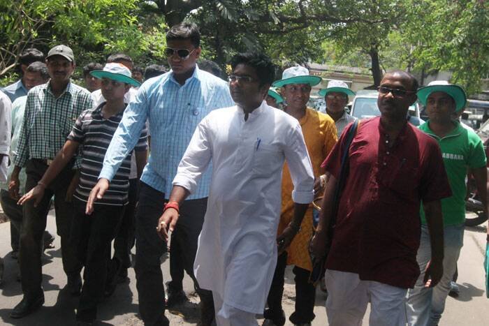 Abhishek Banerjee on his way to the Alipur new treasury building to file his nomination. (Express photo by Partha Paul)
