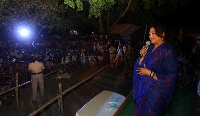 Moon Moon Sen ,Tollywood actor and TMC Lok Sabha candidate from Bankura Constituency during a election campaign on 18th April, 2014. (Express photo by Partha Paul)