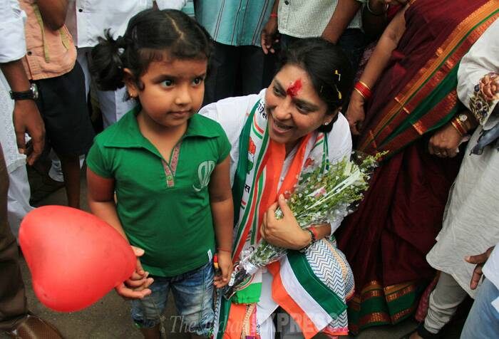 Priya Dutt poses with a kid for a photograph during her campaign. (IE Photo: Amit Chakravarty)