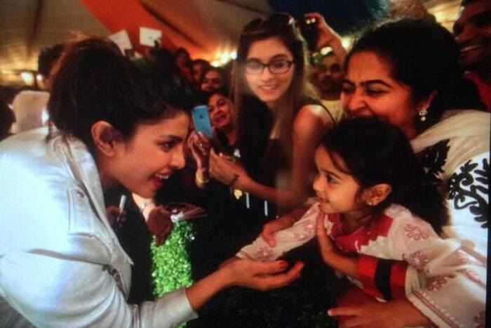 Priyanka Chopra, who was casual for her green carpet appearance, interacts with young fans. (Twitter)