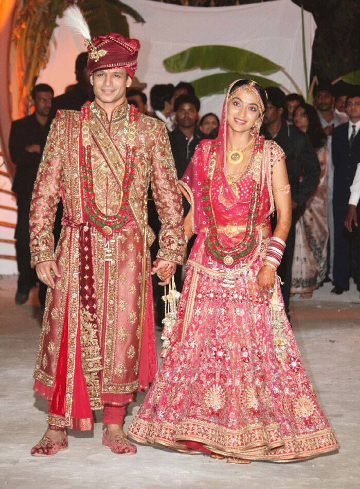 <b>Vivek Oberoi-Priyanka Alva</b>: Bollywood's 'Kaal' aka Vivek Oberoi like his parents carried forward the tradition by marrying Priyanka Alva, daughter of the late Karnataka politician Jeevaraj Alva and his Punjabi wife Nandini. They too have a son.