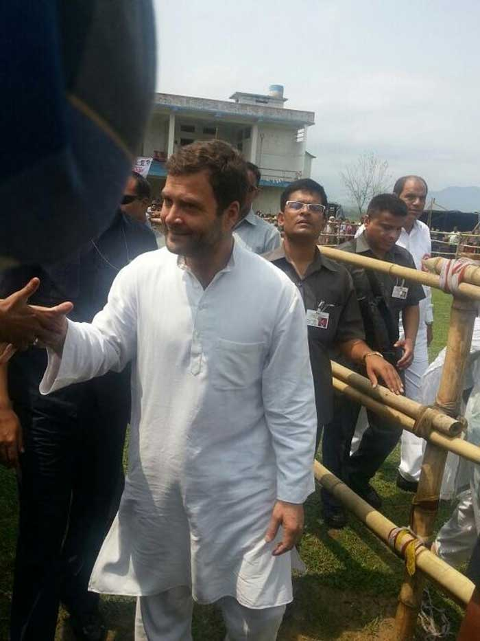 ‏@INCIndia: #Rahul #Gandhi greeting people after the public rally in Silchar, Assam.