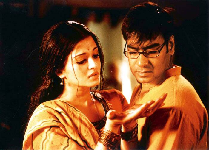 <b>Raincoat (2004)</b>: Directed by Rituparna Ghosh, 'Raincoat', featured Ajay Devgn opposite actress Aishwarya Rai Bachchan. Ajay Devgn plays an unemployed Manu from a small town. He is in search of money to finance his new business as he has lost his earlier job at a jute mill. The film tells the story of two lovers, separated by destiny, who meet again one day. Raincoat won the National Film Award for Best Feature Film in Hindi and was nominated for the Crystal Globe for Best Feature Film at the Karlovy Vary International Film Festival.