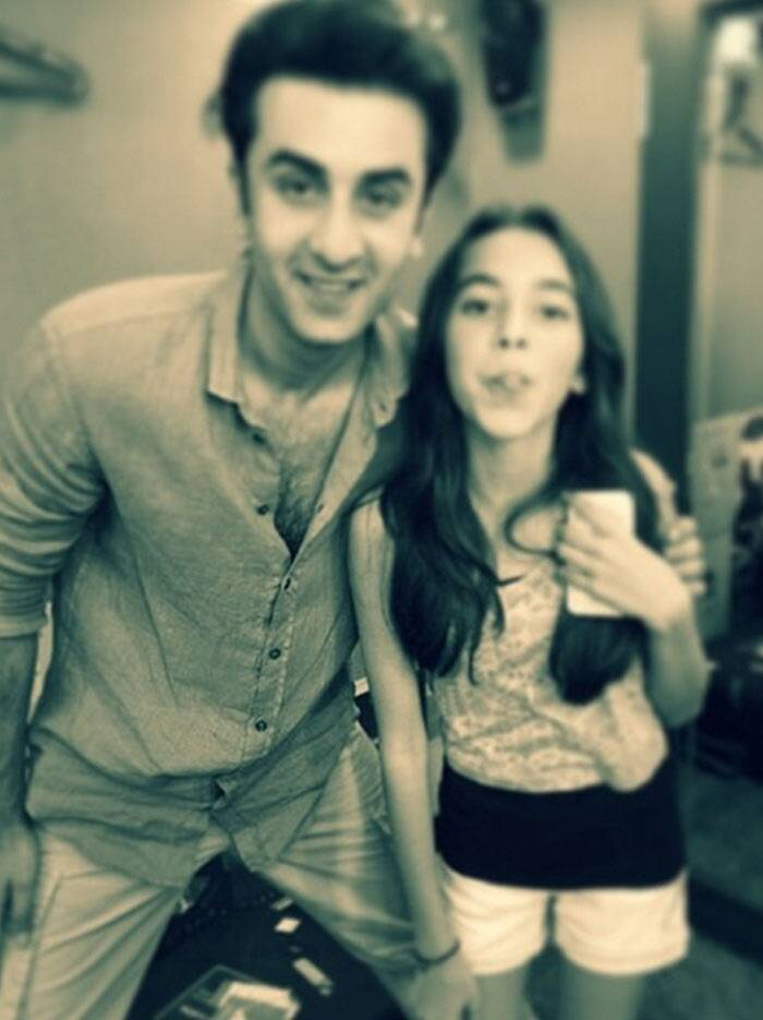 Ranbir Kapoor recently met one of his biggest fans – Aaliya Kashyap, who is the daughter of director Anurag Kashyap. The little girl had the chance of meeting the young actor on the sets of his upcoming film, 'Bombay Velvet', which is being directed by Anurag. <br /> <br /> Aaliyah is Anurag Kashyap's daughter from his first wife Aarti Bajaj. The two got divorced in 2009.