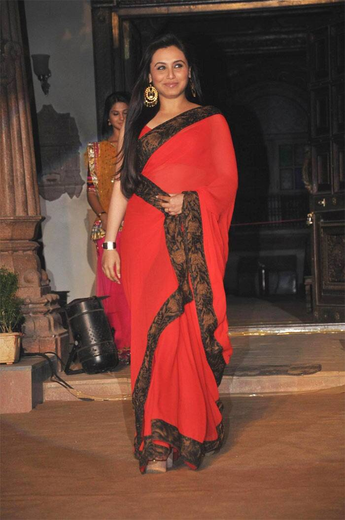 Another winner was Rani's look at the launch of a television serial where she draped a striking red colored sari with a dark printed border. Big gold coloured earrings and a coy smile complemented her look.
