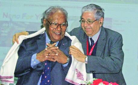 Professor Arun Grover honours Bharat Ratna Awradee C N R Rao at PU on Sunday. (Photo: Sumit Malhotra)