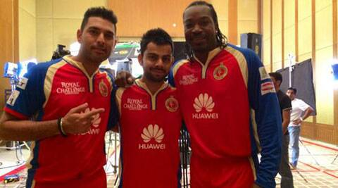 Yuvraj Singh with Virat Kohli and Chris Gayle at a team photoshoot. (Twitter/RCB)
