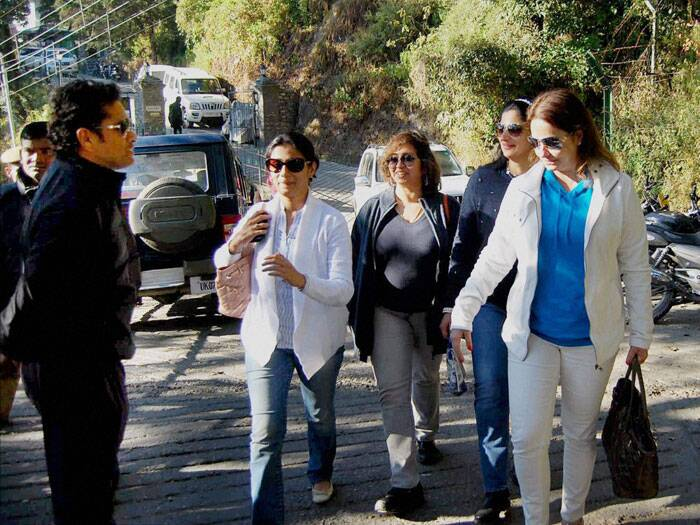 Sachin Tendulkar went on a vacation with wife Anjali to the hill station  Mussoorie. He spent about half-an-hour at his preferred tea stall in the town, the quaint Tip Top Shop in Lal Tibba. (IE Photo)