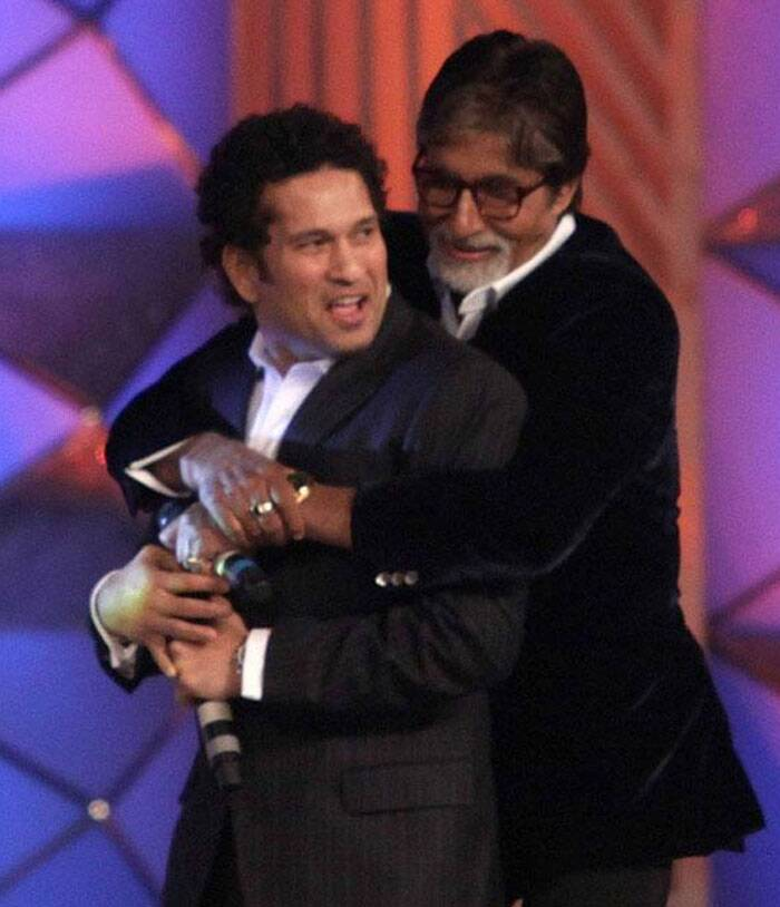 Megastar Amitabh Bachchan and Sachin Tendulkar share a light moment on the stage to raise funds for the police welfare trust at Umang show in Mumbai on Saturday evening. (Photo: Varinder Chawla)