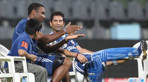 'Icon' Tendulkar monitors MI training