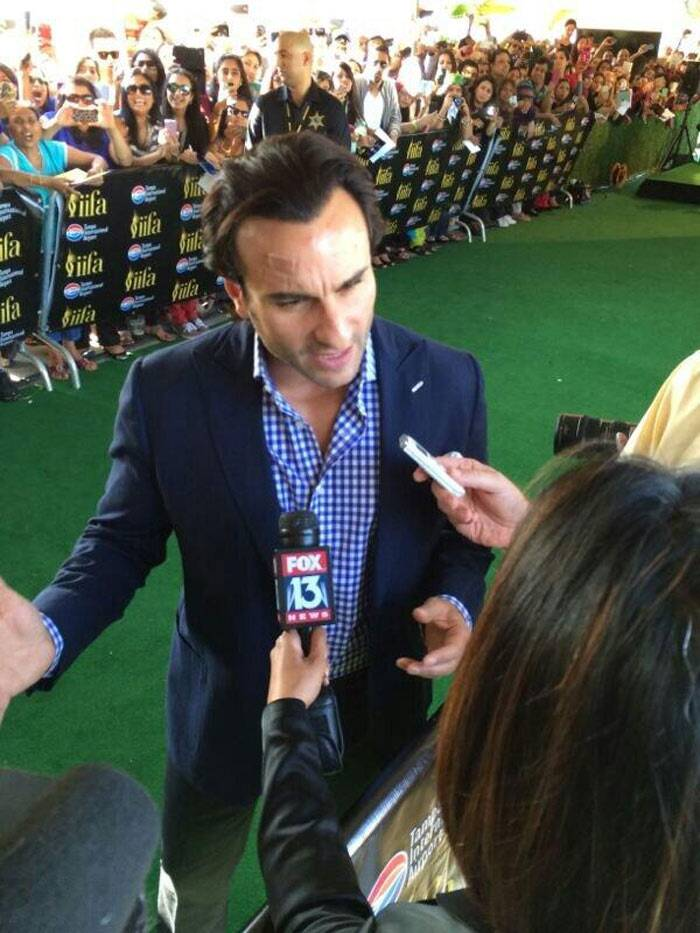 Chotte Nawab Saif Ali Khan speaks to a media person on the green carpet. (Photo: Twitter)