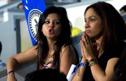 IPL 7: sakshi Dhoni cheers for hubby
