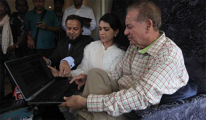 Salim Khan launches Modi's website in Urdu