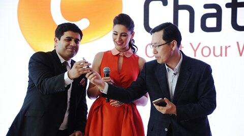 Tarun Malik, Director of Media Solutions Center, Samsung Electronics with actor Nargis Fakhri and B.D Park, President & CEO, Samsung South West Asia.