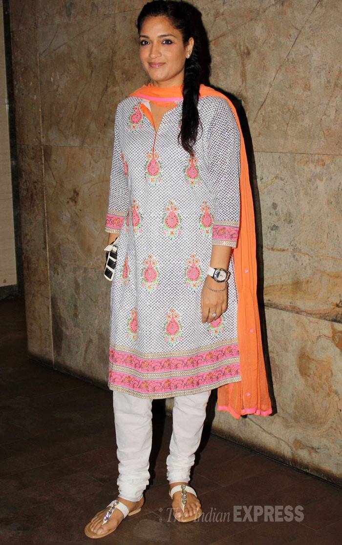 Kangana Ranaut beams at 'Revolver Rani' screening
