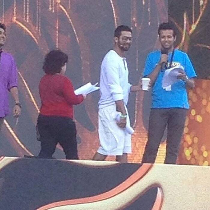 Shahid who will be hosting the IIFA Awards night along with Farhan Akhtar rehearses on stage.