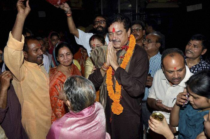 BJP Lok Sabha candidate from  Patna Shatraughan Sinha along with his wife campaigning for elections  in Patna on Tuesday. (PTI)