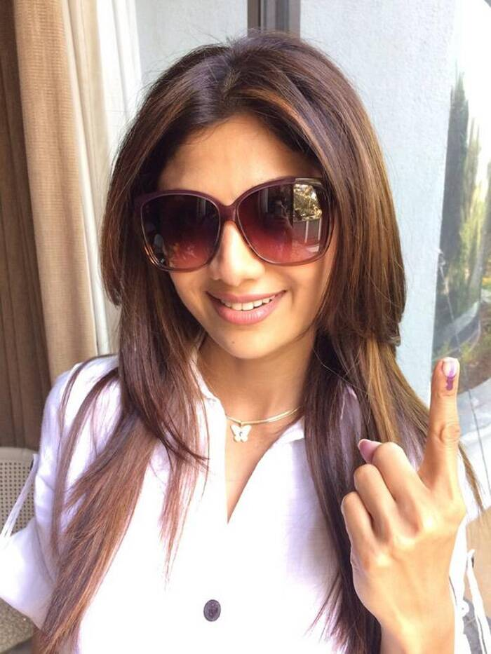 "Bollywood actress Shilpa Shetty, who was among the early voters said, ""Out to cast my vote:) All my tweetos pls go out there and VOTE.."" (Photo: Twitter)"