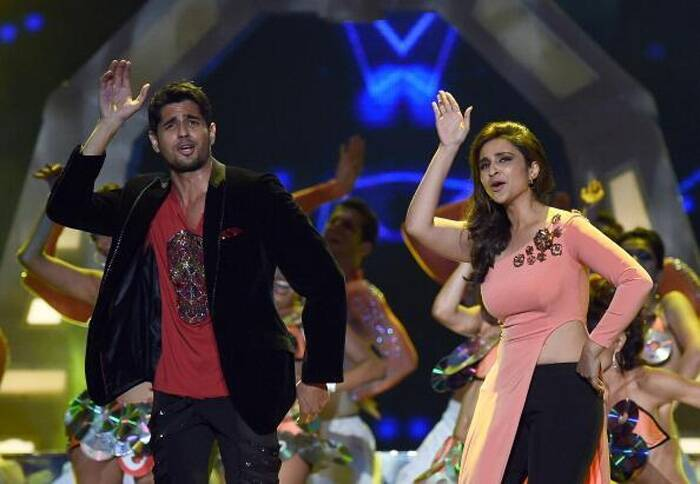 'Hasee Toh Phasee' couple Sidharth Malhotra and Parineeti Chopra dance to the tunes of 'Drama Queen'. (Photo: Twitter)